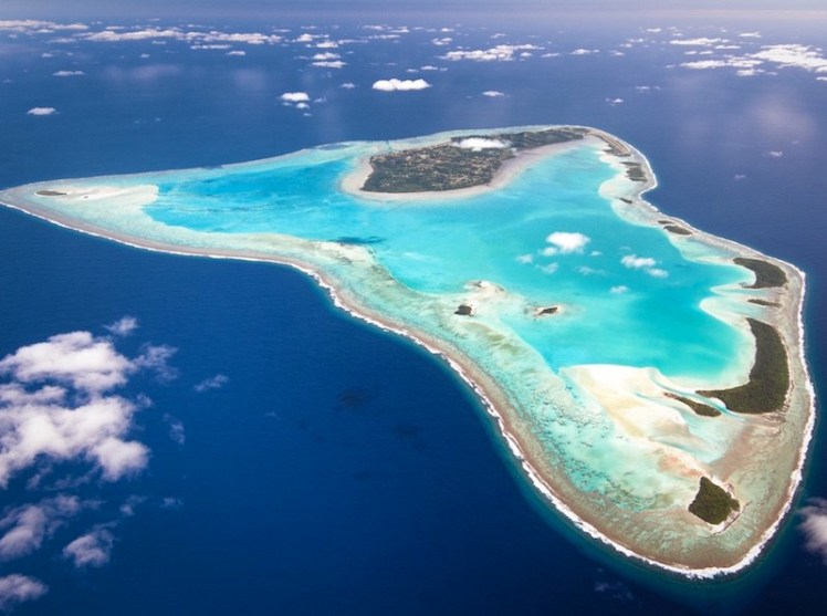 Aitutaki-from-the-air-800x600